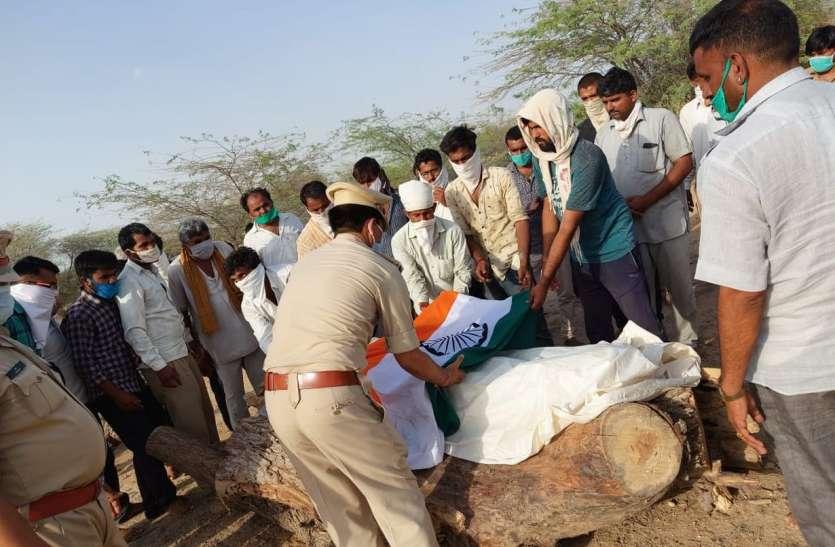 चार दिन बाद  पार्थिव शरीर पहुंचा पैतृक गांव, गमगीन माहौल में दी अंतिम विदाई
