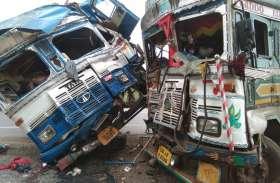 NH 30पर आपस मे भिड़ी ट्रक व पेट्रोल टैंकर, घटनास्थल पर ही दो की दर्दनाक मौत, फंसे शव को निकालने का काम जारी