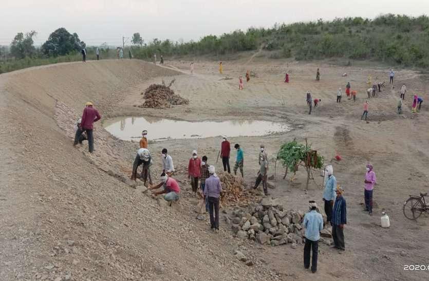 लॉकडाउन: कटनी जिले में 49 हजार मजदूरों को मिला मनरेगा में काम, 3 करोड़ का हुआ भुगतान