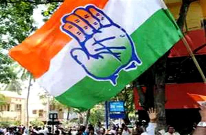 पहले हुए बागी फिर चुनाव जीतकर तीन निर्दलीय पार्षदों ने थामा कांग्रेस का हाथ, विधायक ने श्रीफल देकर किया स्वागत
