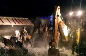 औरैया हादसा : घटना के वक्त था अंधेरा, घायलों की चीख-पुकार सुन जागे ग्रामीण, घायलों को बचाया