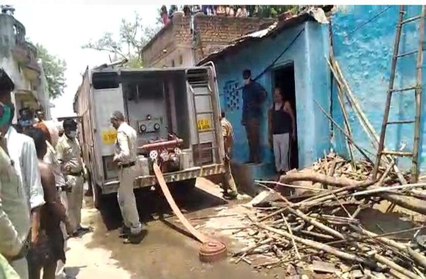 गैस सिलेंडर हुआ ब्लास्ट, एक-एक कर तीन घर पूरी तरह से जलकर खाक, परिवार के लोगों ने भागकर बचाई जान