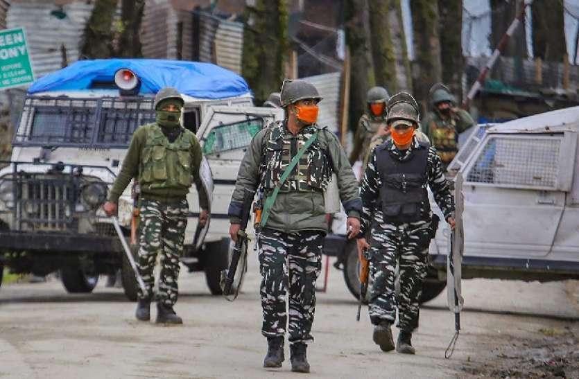 जम्मू-कश्मीर में लश्कर के जहूर वानी समेत पांच आतंकी गिरफ्तार, भारी मात्रा में मिला असलहा