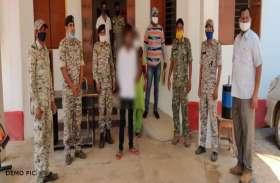 हथियार की नोक पर शो रूम मालिक को लूटने का प्रयास, पुलिस ने तीन आरोपियों को दबोचा
