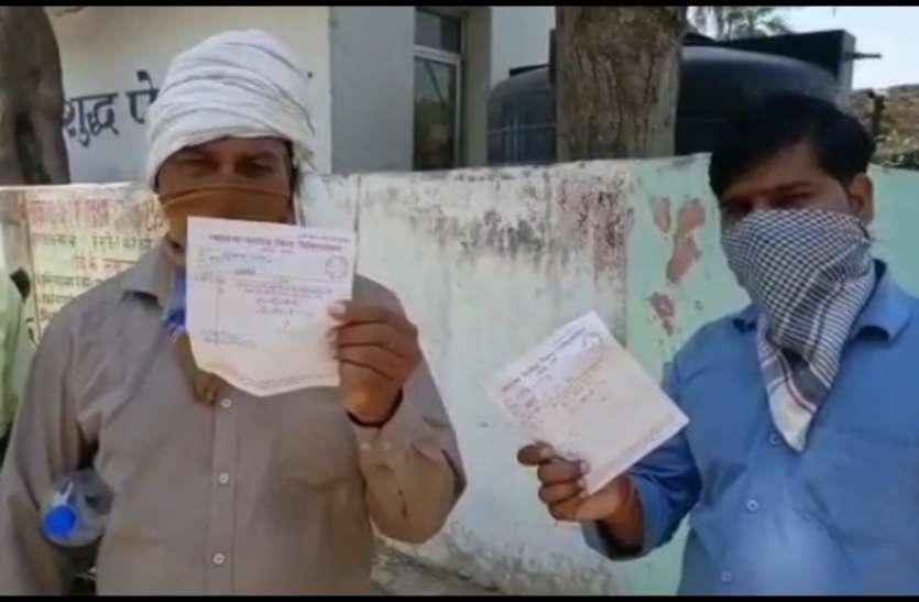Lockdown: प्रवासी मज़दूरों का दर्द, जान बचाकर लौटे गांव तो अस्पताल ने पकड़ा दी महंगी दवाइयों की पर्ची