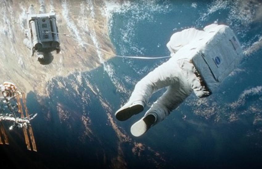 जल-थल-नभ के बाद अब अंतरिक्ष में होगी फिल्म की शूटिंग, पृथ्वी से 250 मील की ऊंचाई पर बनेगा सेट