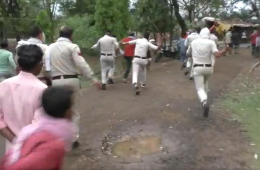 शव को थाने में रखकर जताया विरोध तो पुलिस ने चलाई लाठियां,  परिजन जोड़ते रहे हाथ-पैर