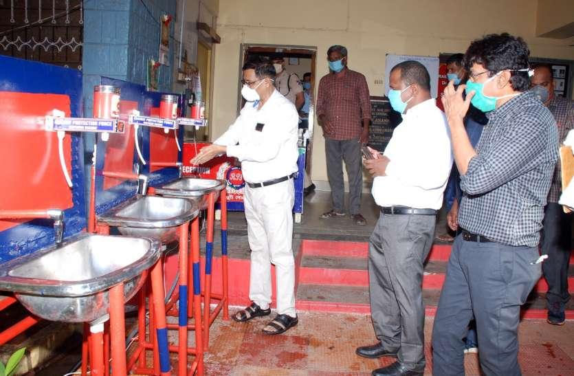 आरपीएफ विशेष टीम ने डिजाइन किया इलेक्ट्रोनिक सेंसर आधारित वाश बेसिन