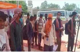 बिहार में स्टेशन से भाग खड़े हुए500 मजदूर