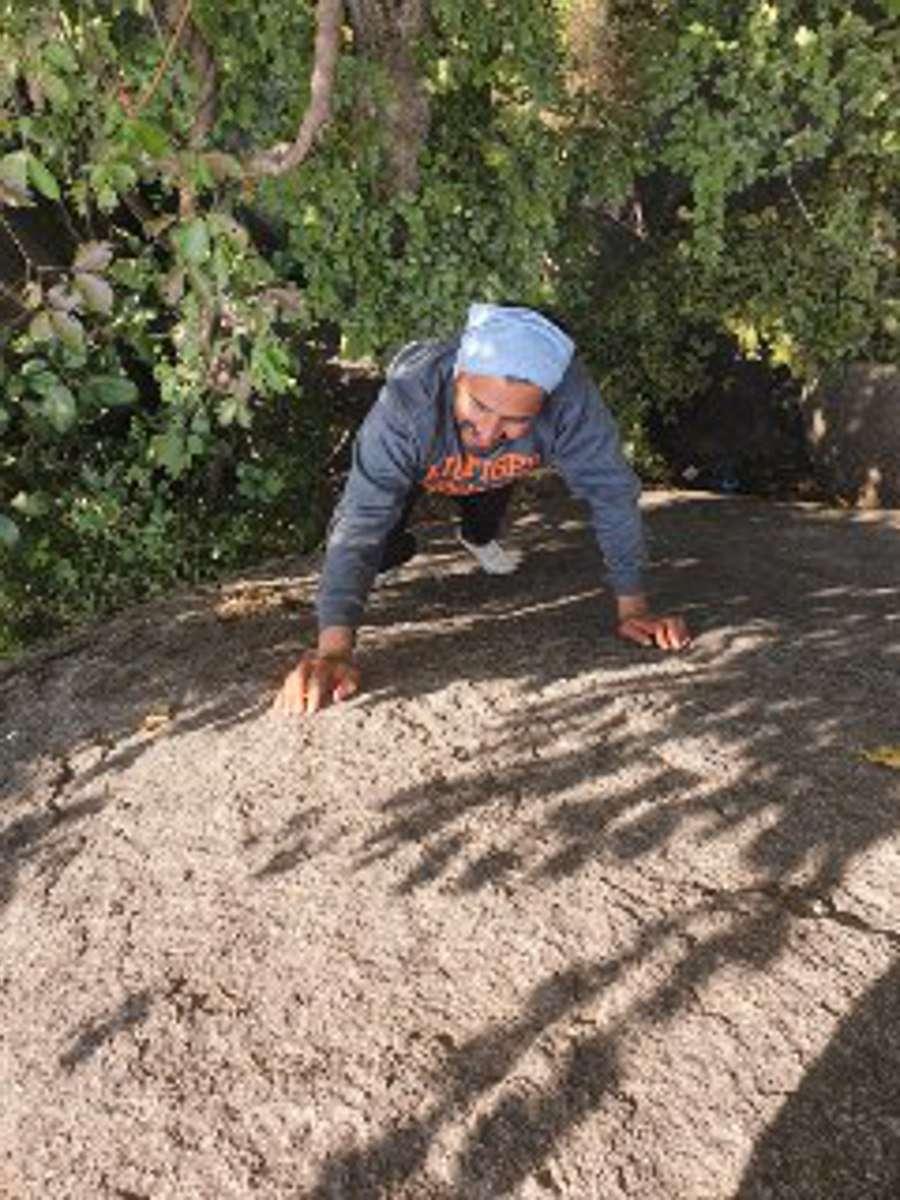 लॉकडाउन में फंसे पर्वतारोही: होशंगाबाद की पहाड़ी बनी पर्वत, हर दिन रॉक क्लिंबिंग के लिए जाते है पहाडिय़ा और घाट
