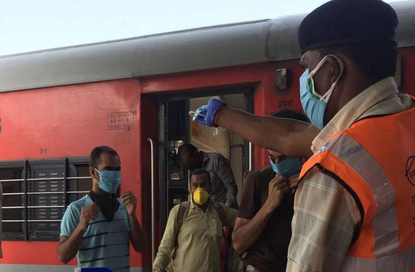 मजदूरों की खेप आना जारी, पुणे, अहमदाबाद और देहरादून से फिर आए हजारों श्रमिक
