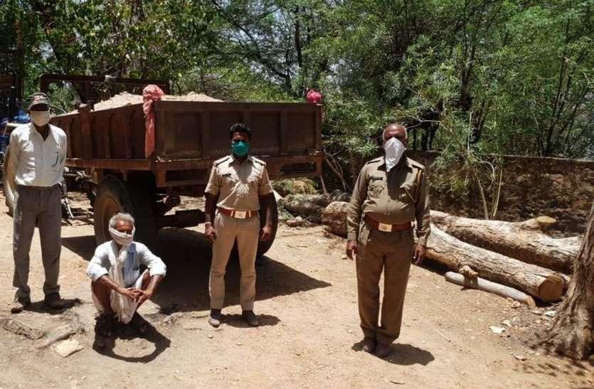 वन क्षेत्र से बजरी खनन कर ले जाते ट्रैक्टर पकड़ा