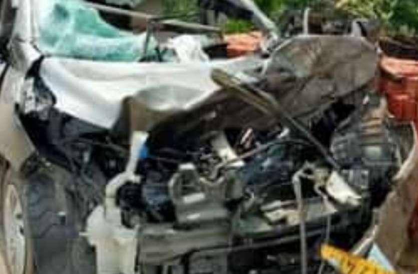 नेशनल हाइवे पर भीषण सड़क दुर्घटना, कार सवार एक की मौत, तीन गंभीर रूप से घायल