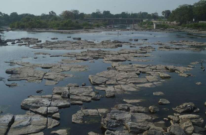 बीहर नदी की धार टूटी तो शहर में शुरू हो गया पानी का संकट, लोग हो रहे परेशान
