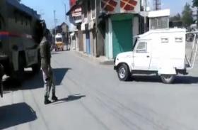 पुलवामा हमले में पुलिसकर्मी शहीद, इधर पकड़े गए 3 आतंकी
