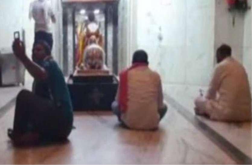 Mahakal darshan by defying lockdown