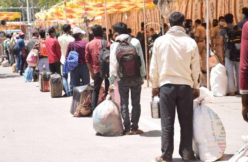 तीन ट्रेनों से पहुंचे प्रवासी मजदूर, आखिरी समय पर महाराष्ट्र की ट्रेन कैंसिल होने से फंसे श्रमिक
