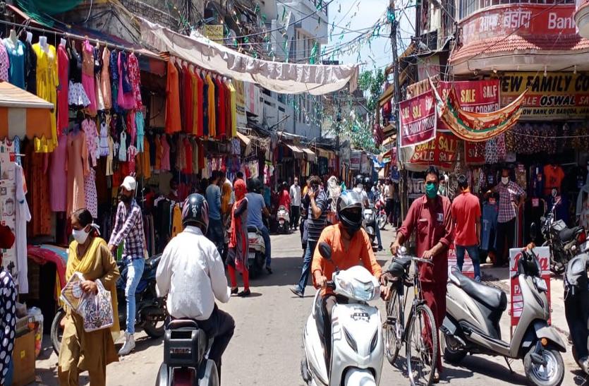 जम्मू में ईद से पहले गुलजार होने लगे बाजार, दुकानदार भी काफी उत्साहित