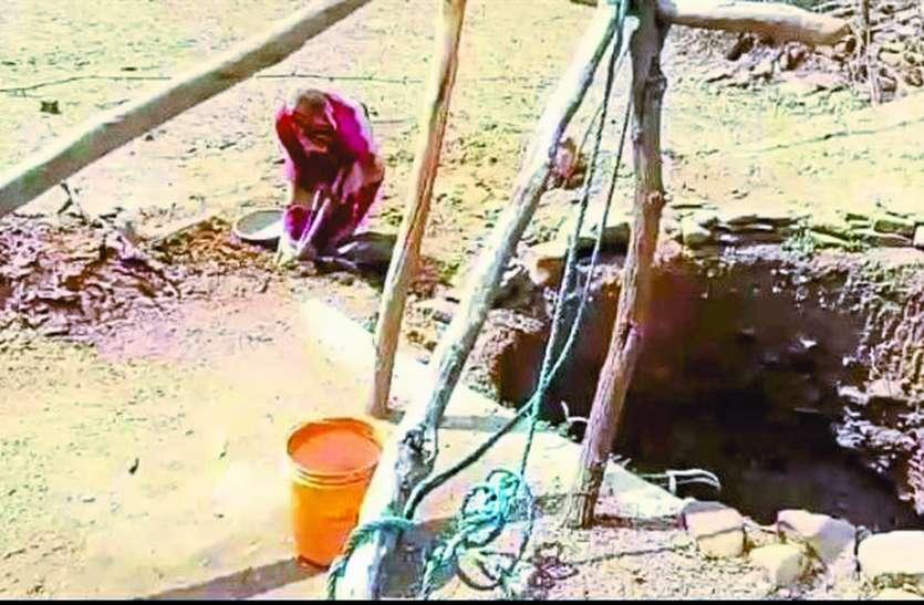 आत्मनिर्भर भारत: प्रशासन पानी नहीं दे पाया तो आदिवासी दंपती ने 25 दिन में खोद डाला साढ़े चार मीटर गहरा कुआं