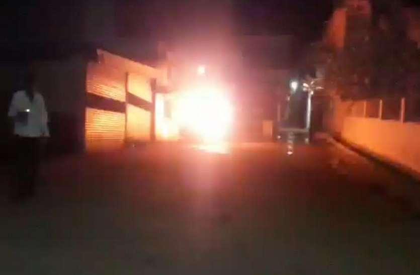 महिला सीएमओ की कार पेट्रोल डालकर फूंकी अज्ञात बदमाशों ने