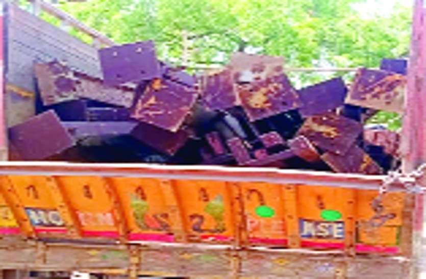 बंद फैक्ट्री से कबाड़ चोरी कर भाग रहे दो ट्रक चालक को पुलिस ने घेराबंदी कर पकड़ा, 13 लाख का कबाड़ जब्त