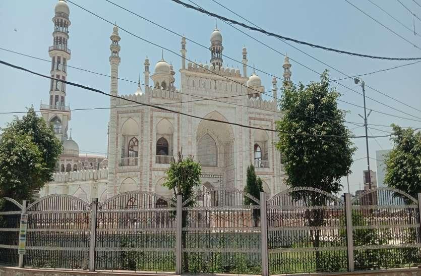 रमजान के आखरी जुमे अलविदा पर मुसलमान नहीं पहुंचे मस्जिद तो अंदर दिखा ऐसा नजारा
