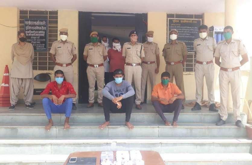लूट के तीन आरोपी गिरफ्तार, दो देशी कट्टे व कारतूस भी बरामद