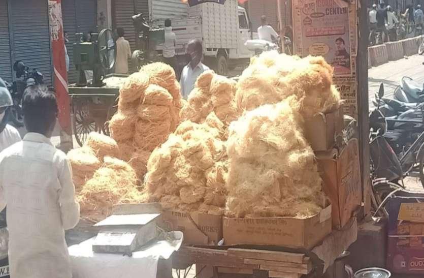 Eid-Ul-Fitr 2020 : ईद पर धागे से भी बारीक बिकने वाली बनारसी सेवईंयां बाजार से गायब