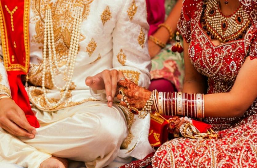 Ghaziabad Dm Release Guideline In Lockdown 4 Instrutions For Marriage - Lockdown 4.0 में शादी को लेकर भी जारी हुई गाइडलाइन, दूल्हे और दुल्हन के बीच होगी दो मीटर की दूरी | Patrika News