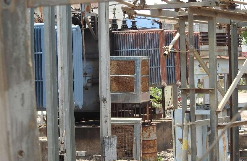 सिंघोला क्षेत्र में उपभोक्ताओं से लेट फीस के नाम पर अवैध उगाही कर रही बिजली कंपनी ...