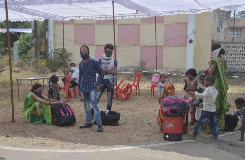 गुजरात से भूखे-प्यासे किराया देकर बार्डर पर पहुंचे प्रवासी मजदूर, भोजन कराकर भेजवाया घर