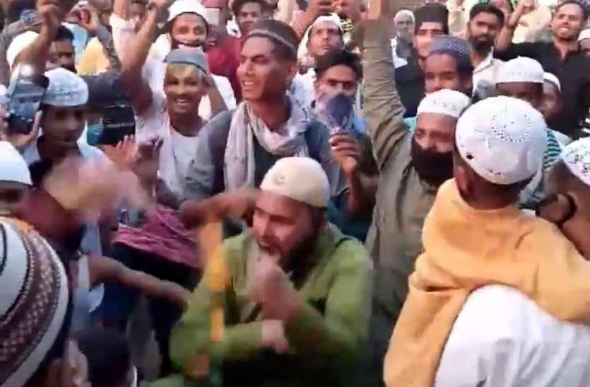 सहारनपुर में पुलिस पर पुष्पवर्षा करके लाैट रहे रालाेद नेता समेत कई लोगों पर लॉकडाउन उल्लंघन का मुकदमा दर्ज