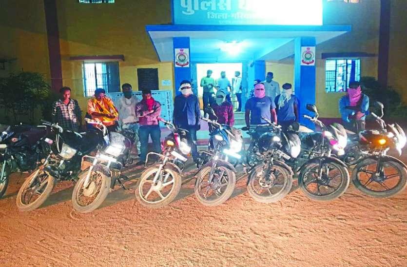 जुआ खेलते 9  गिरफ्तार, 39 हजार रुपए और 9 वाहन जब्त
