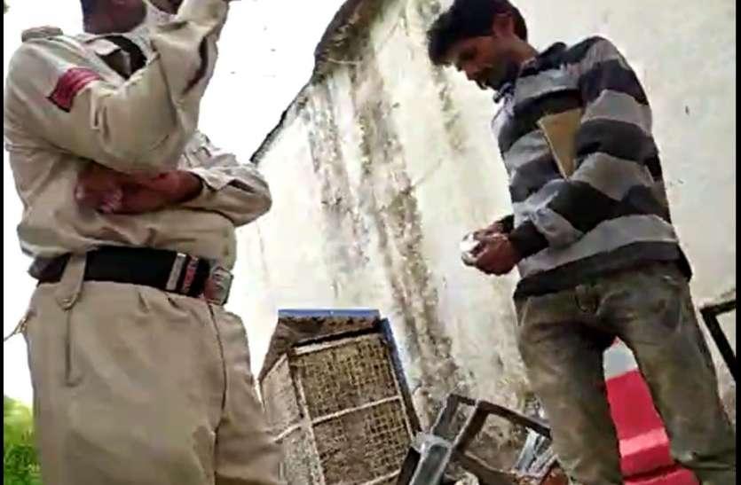 किसान से थाने के प्रधान आरक्षक ने जबरिया लिया घूस, वीडियो हुआ वायरल, एसपी ने किया निलंबित