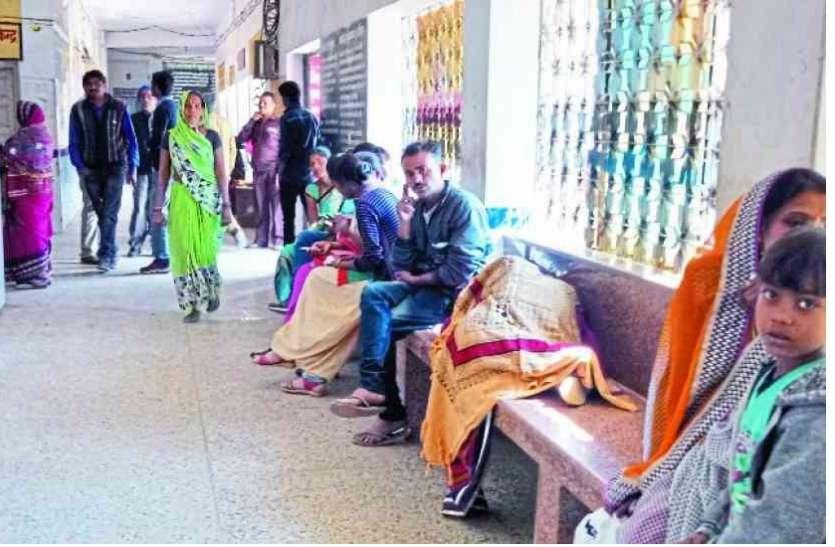 कोरोना संकट में भी बीमार जिला अस्पताल, 3 डॉक्टरों के बल पर चल रहा ट्रामा सेंटर