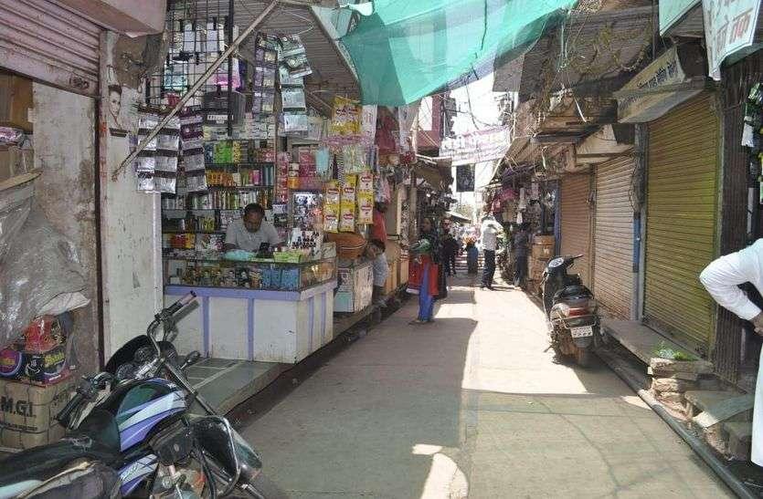 शिवपुरी बाजार रविवार को खुलने के बावजूद ग्राहक नहीं आएँ, दुकानदार बोले टोटल लॉकडाउन ही अच्छा