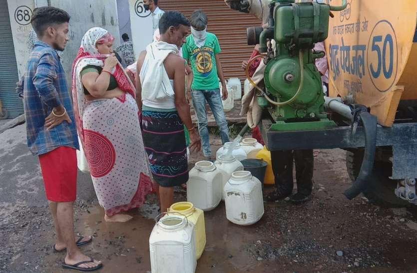 आधे शहर में बूंद-बूंद को हाहाकार, वैकल्पिक व्यवस्था फेल, नर्मदा तटों से ढोया पानी