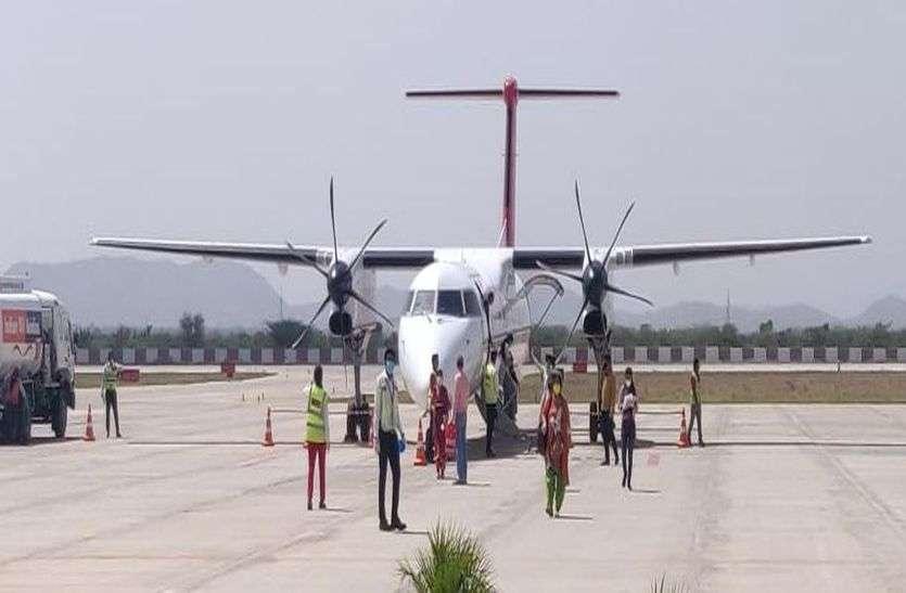 दिल्ली और अहमदाबाद की फ्लाइटों ने भरी उड़ान