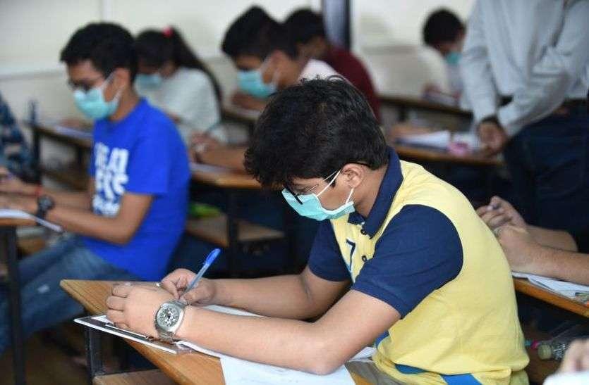 छात्रों की सुरक्षा परीक्षा केंद्रों के हवाले, प्रशासन ने खड़े किए हाथ