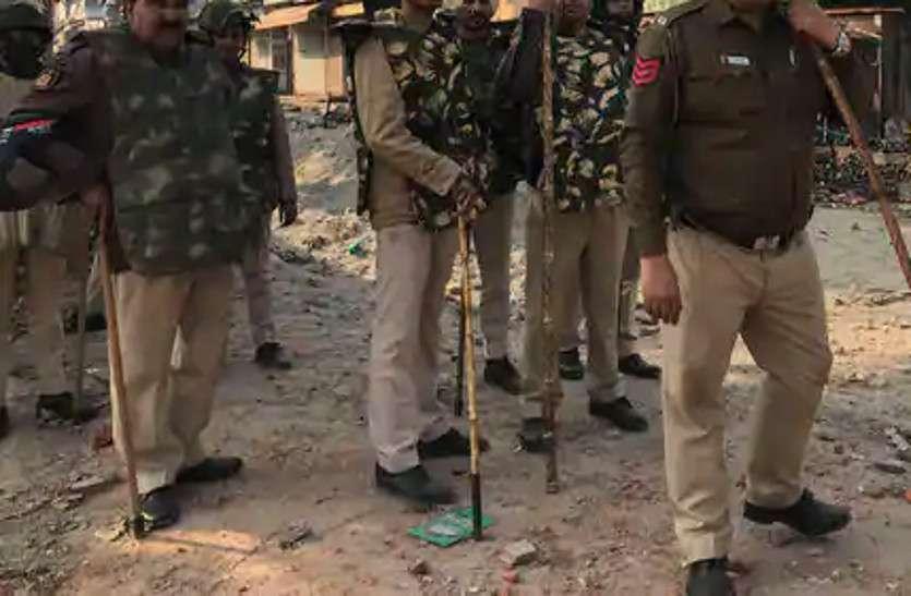 आबकारी पुलिस टीम पर हमला, आरोपी शराब लेकर फरार, टक्कर मार सरकारी गाड़ी को किया क्षतिग्रस्त