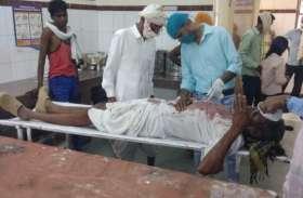 पाइप टूटने से भड़के युवक ने दलित पिता पुत्र को कुल्हाड़ी से पीटा
