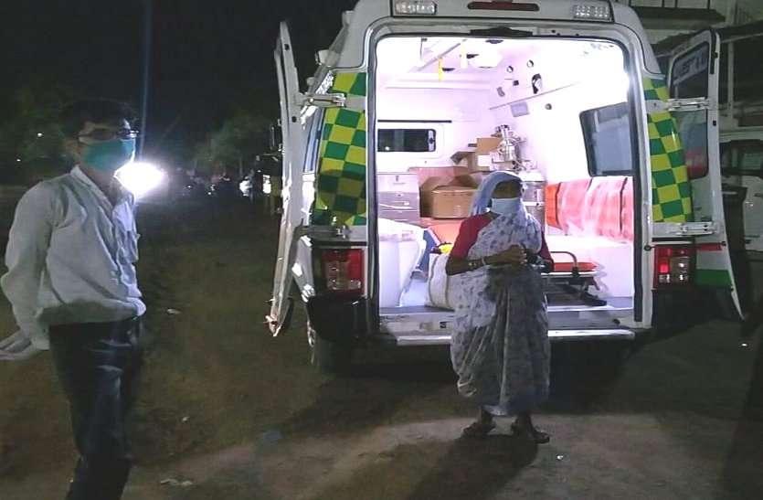 छत्तीसगढ़ में 75 वर्षीय बुजुर्ग महिला ने दी कोराना को मात, नौ दिन में स्वस्थ होकर लौटी घर, डॉक्टरों ने ताली बजाकर किया स्वागत