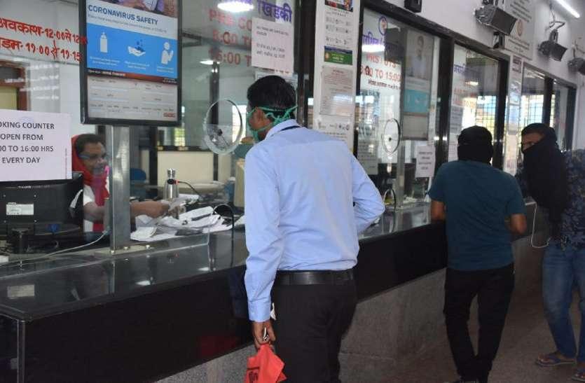 Railway: रेलवे स्टेशन में बिगड़ी व्यवस्था, 25 से अधिक यात्री लौटे मायूस