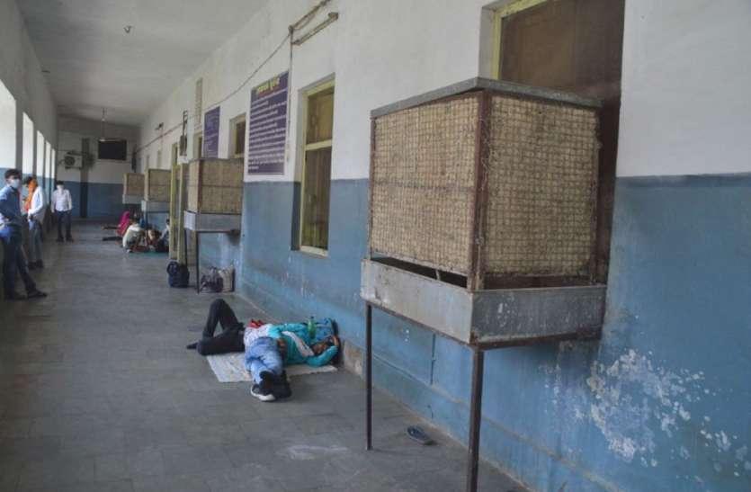 कोरोना प्रोटोकाल: रीवा के सबसे बड़े हास्पिटल में लू के थपेड़े, बेड पर तड़प रहीं प्रसूताएं