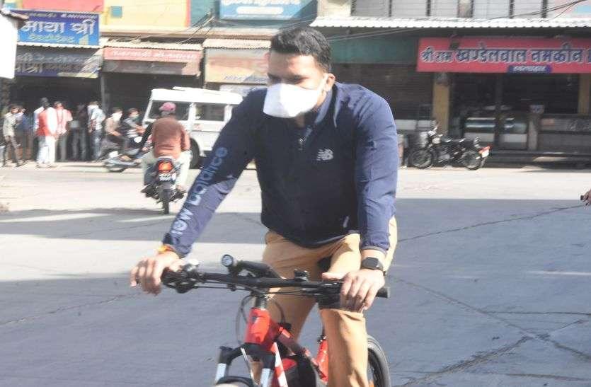 साइकिल से गिरे एसपी, हाथ मेंफ्रैक्चर