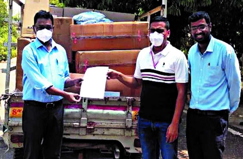 विभिन्न संगठनों और व्यक्तियों के द्वारा प्राप्त हुए सामग्रियों को कलेक्टर ने अस्पताल को सौंपा ...