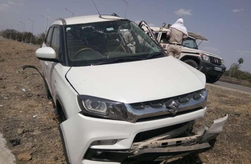 रोड पर पड़ा पत्थर नहीं दिखा, रफ्तार में आई कार चढ़ी, तीन पलटी खाकर गिरी, चार बच्चों सहित छह घायल