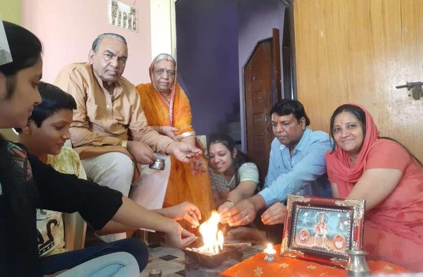 Gayatri mahayagya - वातावरण को शुद्ध करने  जिले में एक हजार परिवार घरों पर एक साथ देंगे यज्ञ मेंआहुति