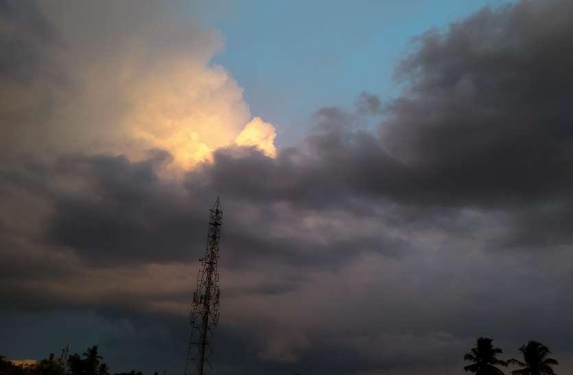 मौसम ने बदले रंग, कड़ी धूप के बाद शाम को पड़े छींटे