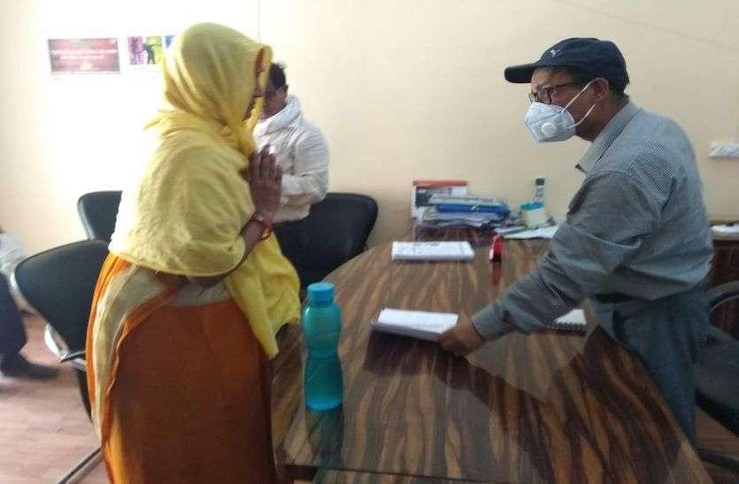 एसडीएम से शिकायत - जिसने दी रिश्वत उसका नाम आया सूची में